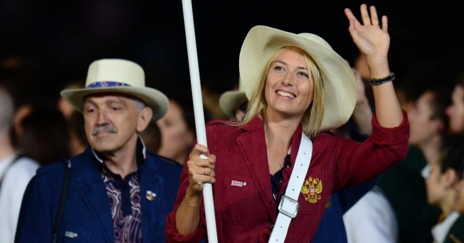 A russa Maria Sharapova, musa do tênis, desfila na abertura em Londres como porta-bandeira da delegação da Rússia