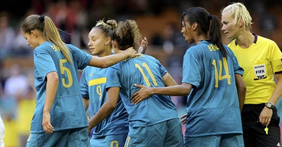 Brasileiras comemoram o gol de Cristiane, que deu a vitória à equipe contra a Nova Zelândia. neste sábado