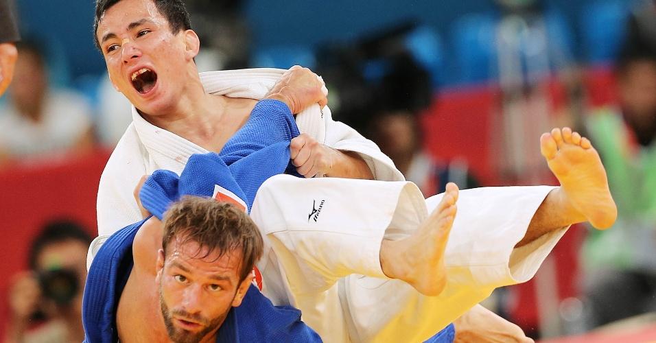 Brasileiro Felipe Kitadai aplica um golpe sobre judoca italiano e conquista medalha de bronze (28/07/2012)