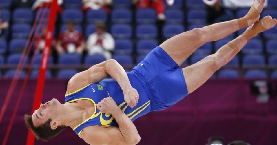 Diego Hypólito compete na fase de classificação do solo, em Londres; brasileiro caiu e foi eliminado