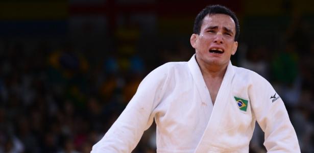 Felipe Kitadai comemora vitória contra o italiano Elio Verde na luta do bronze