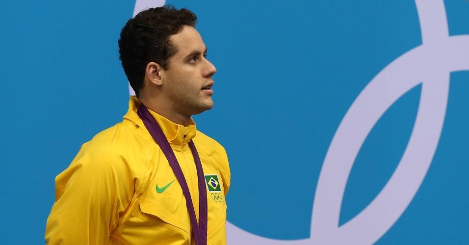 Nadador Thiago Pereira posa com a medalha de prata conquistada nos 400 m medley, nos Jogos Olímpicos de Londres