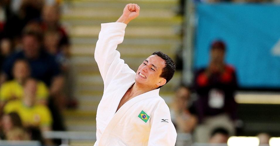 O judoca brasileiro Felipe Kitadai comemora a vitória contra sul-coreano Gwang-Hyeon Choi pela repescagem na categoria até 60 kg