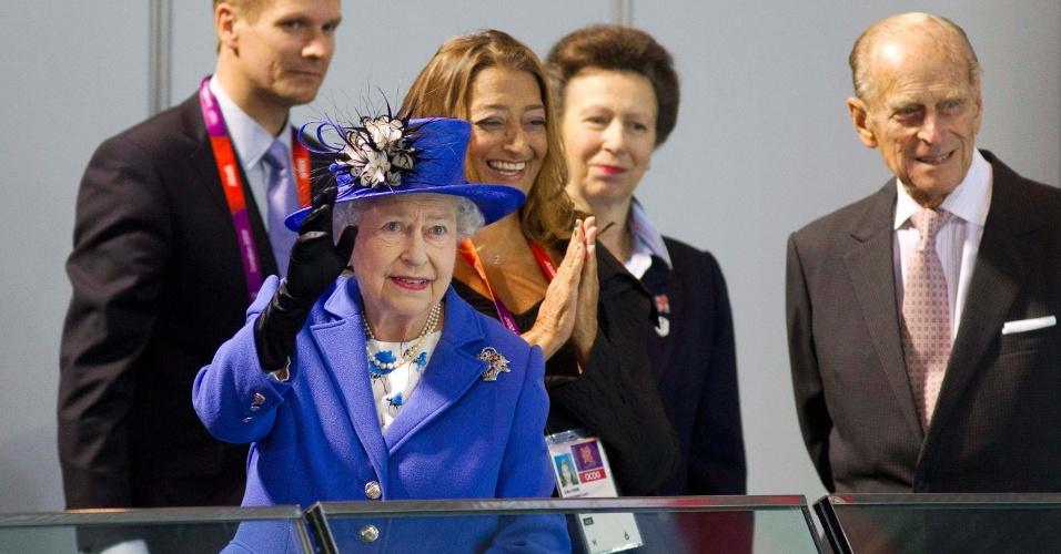Rainha Elizabeth 2ª visitou Parque Aquático de Londres no primeiro dia oficial de competições