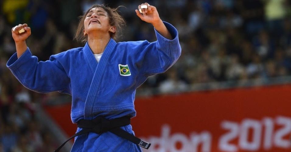 Sarah Menezes festeja a primeira medalha de ouro do Brasil nos Jogos Olímpicos de Londres