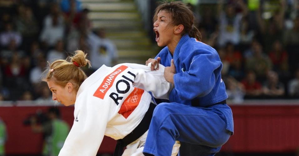 Sarah Menezes vibra após conquistar a medalha de ouro com a vitória sobre a romena Alina Dumitru