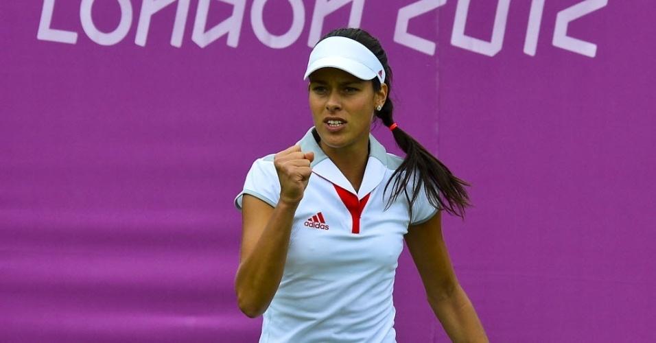Sérvia Ana Ivanovic comemora ponto contra Christina McHale durante sua estreia em Londres (28/07/2012)