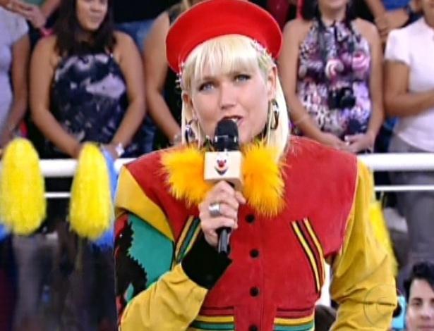 """Xuxa mostra que não perdeu a forma e veste figurino que usou há 20 anos no programa """"TV Xuxa"""" especial dos anos 80 (28/7/12)"""
