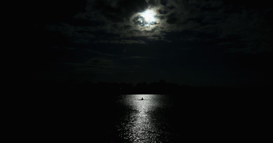 Atleta da canoagem chama atenção no final de tarde em Londres