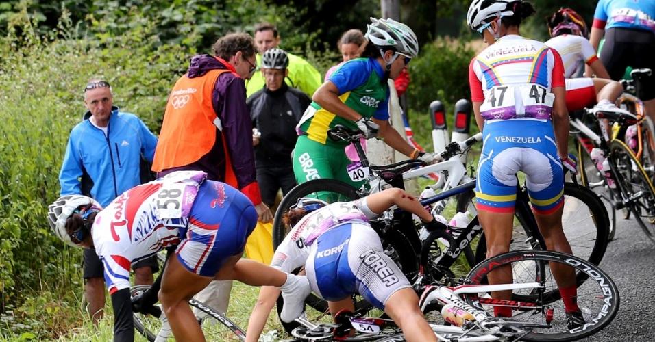 Brasileira Fernanda Souza se envolveu em acidente durante etapa final do ciclismo de estrada em Londres