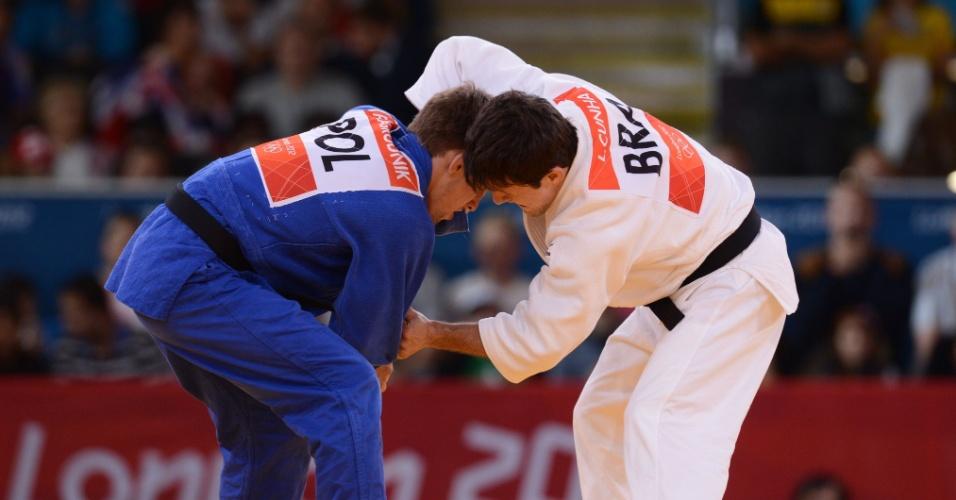 Brasileiro Leandro Cunha, de branco, foi derrotado pelo polonês Pawel Zagrodnik na categoria até 66 kg