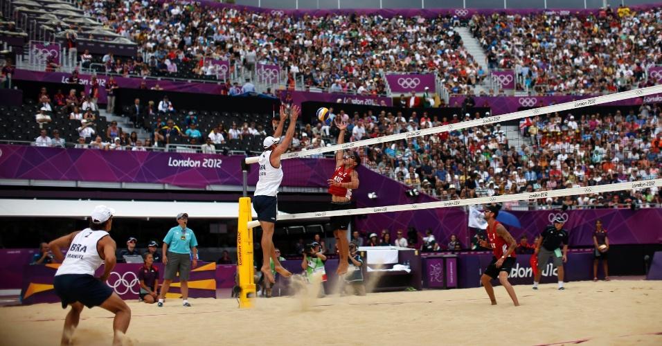 Brasileiros Alison e Emanuel venceram dupla austríaca formada por Clemens Doppler e Alexander Horst