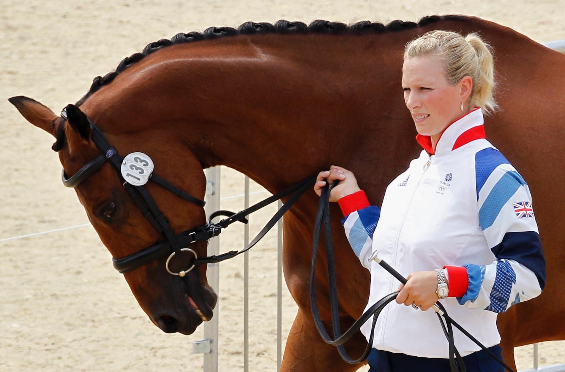 Britânica Zara Phillips é a 14ª na linha de sucessão ao trono britânico