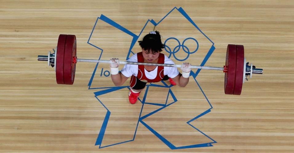 Cazaque Zulfiya Chinshanlo faz sua participação na disputa do levantamento de peso categoria até 53 kg