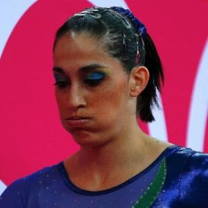 Daniele Hypolito não teve um bom dia e as chances do Brasil na prova por equipes ficaram pequenas