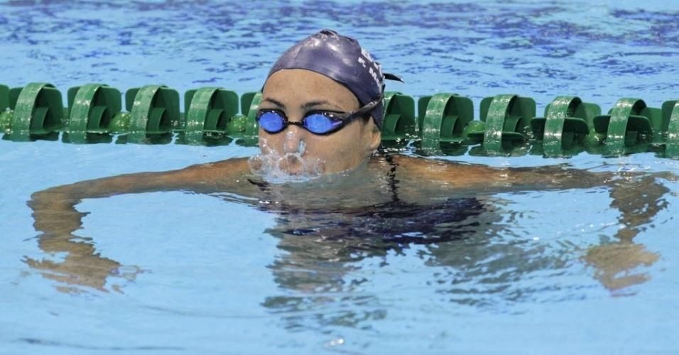 Fabíola Molina na piscina para a disputa dos 100 m costas; brasileira não passou das eliminatórias