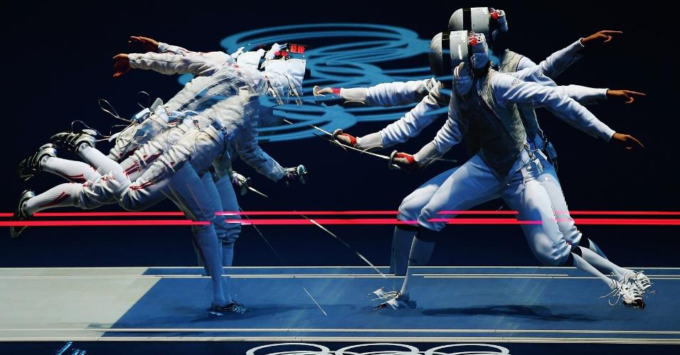 Imagem mostra movimentos do combate de esgrima entre a alemã Carolin Golubytskyi e a italiana Elisa Di Francisca