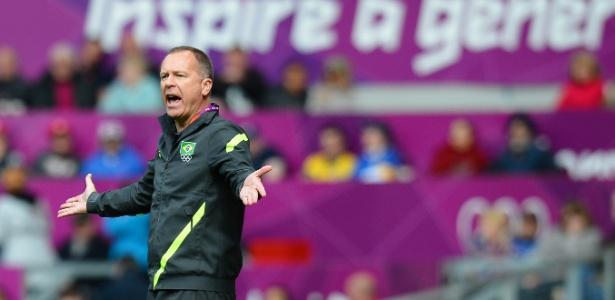 Mano Menezes deixou o volante corintiano Ralf fora da lista para o amistoso contra a Suécia