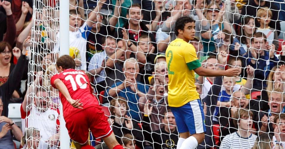 Renan Bardini Bressan vibra após abrir o placar para Belarus diante do Brasil