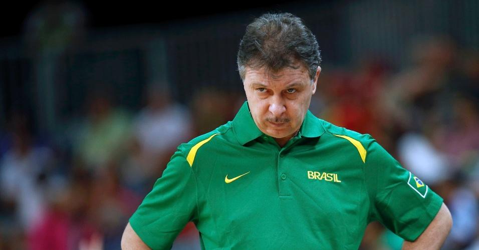 Técnico Ruben Magnano observa partida entre Brasil e Austrália no basquete masculino; brasileiros venceram por 75 a 71 (29/07/2012)