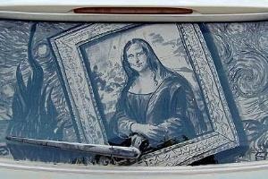 Até a mais notável e conhecida obra de Leonardo da Vinci, Mona Lisa, ganhou uma versão em vidro sujo