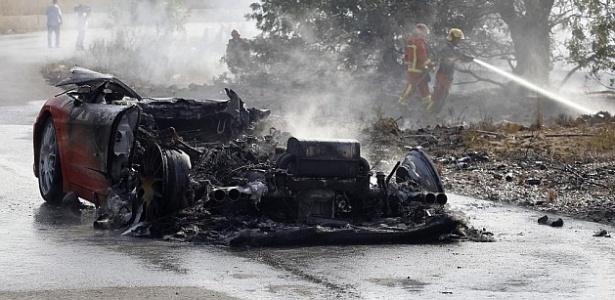 Carro de Banega ficou destruído após incêndio; jogador acumula acidentes