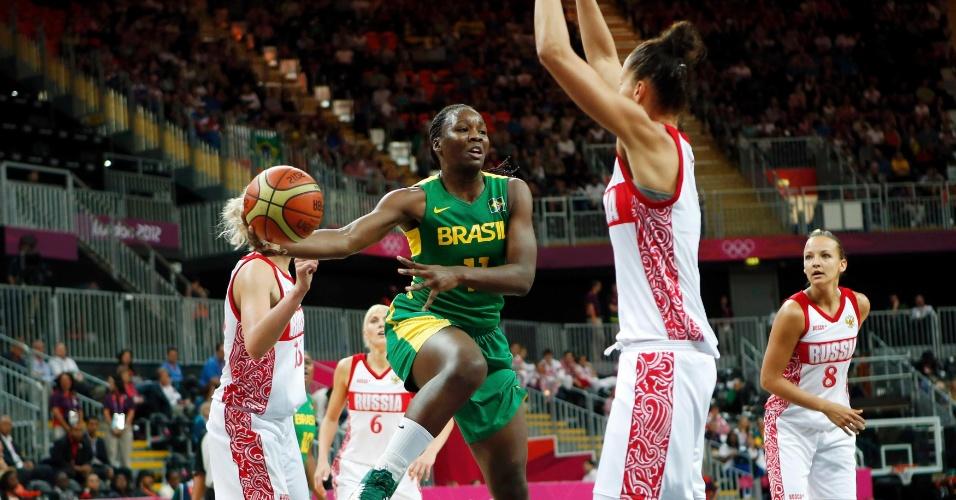 Clarissa busca infiltração diante de defensoras russa em segundo jogo da Olimpíada
