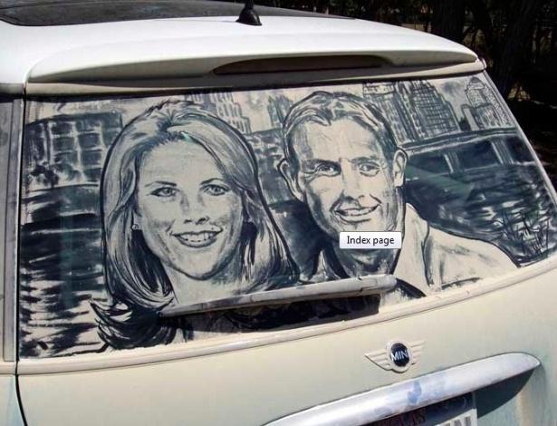 E para aqueles que preferem algo mais próximo ao real, um retrato dos donos do carro desenhados com a sujeira do vidro