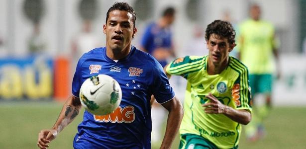 Fernandinho (dir.) passou pelo Palmeiras entre 2012 e 2013