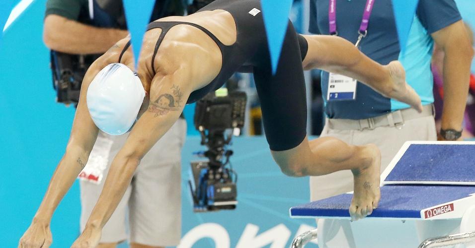 Joanna Maranhão competiu nos 200 m medley nesta segunda-feira após se recuperar do acidente que a deixou fora dos 400 m medley no sábado