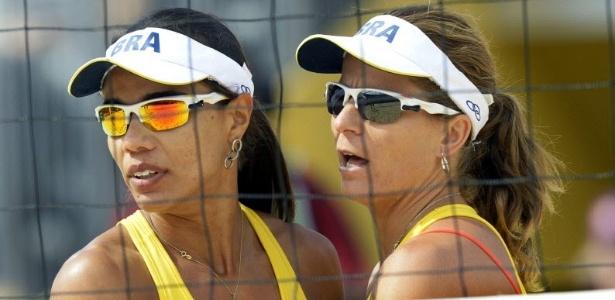 Juliana e Larissa comemoram vitória sobre dupla alemã, na segunda partida da Olimpíada de Londres