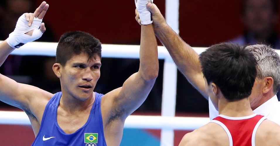 Julião Henriques é apontado vencedor do combate contra o norte-coreano Jong Chol Park na categoria até 52 kg