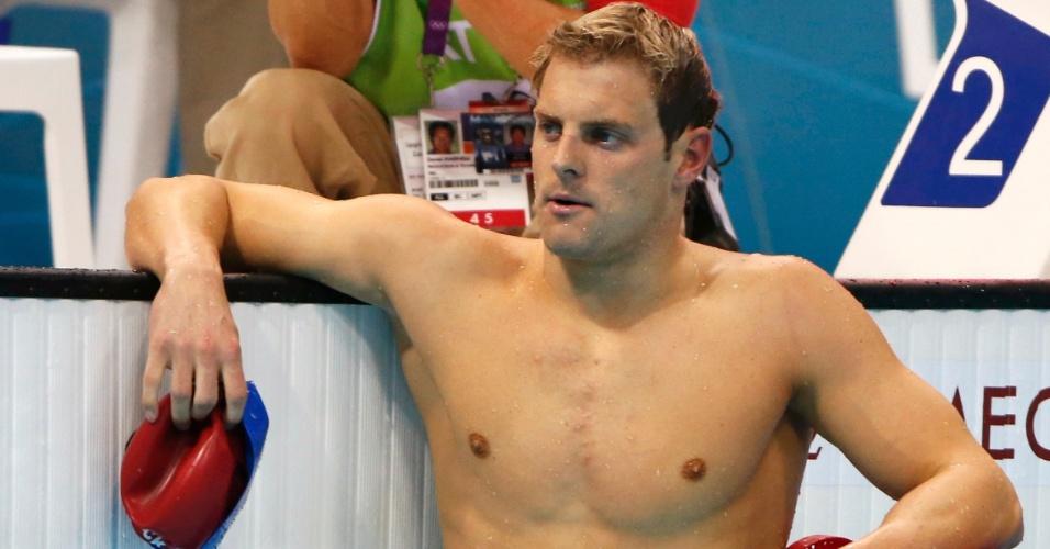 Liam Tancock, do Reino Unido, se apoia na borda da piscina após prova dos 100 m costas nesta segunda (30/07)