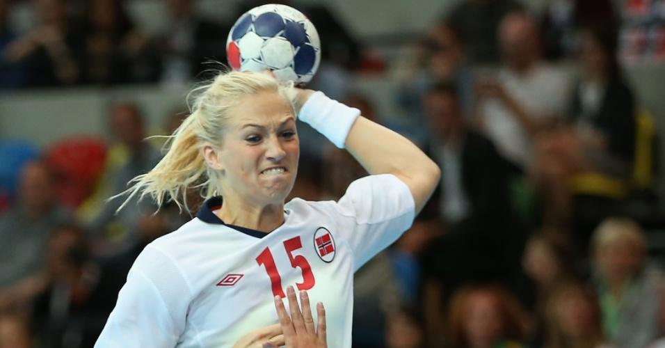 Linn Jorum Sulland, da seleção feminina de handebol da Noruega, durante partida com a Suécia