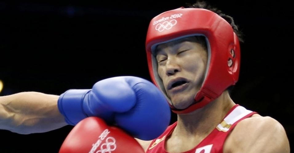 Na disputa do boxe, japonês Yasuhiro Suzuki leva soco e fica com a cara amassada na disputa da categoria meio-médio em Londres