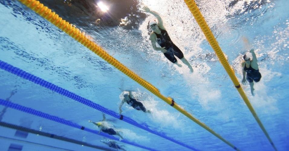 Nadadoras disputam uma das semifinais dos 200m livre, durante a Olimpíada de Londres