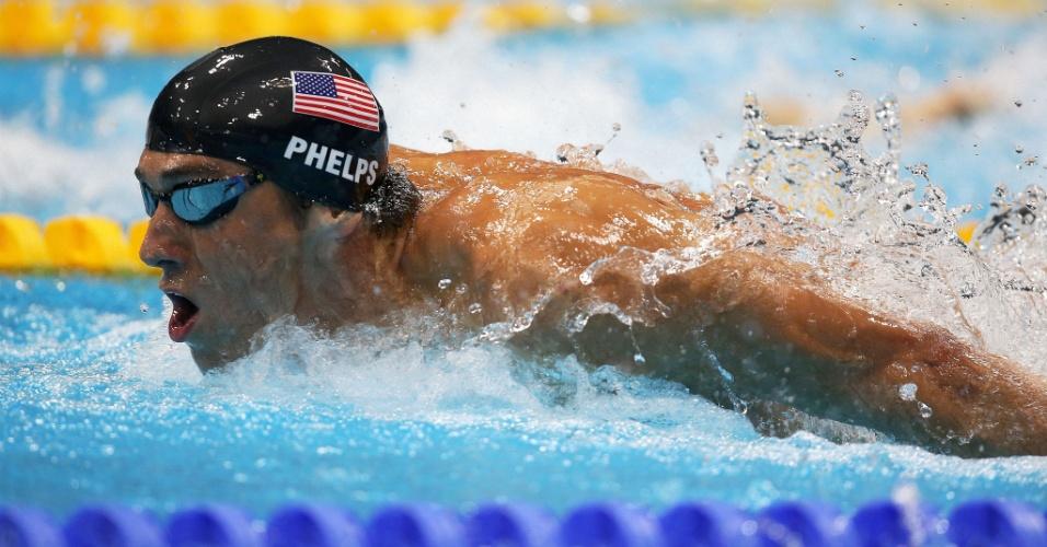 Norte-americano Michael Phelps nada para vencer a segunda semifinal dos 200 m borboleta (30/07/2012)