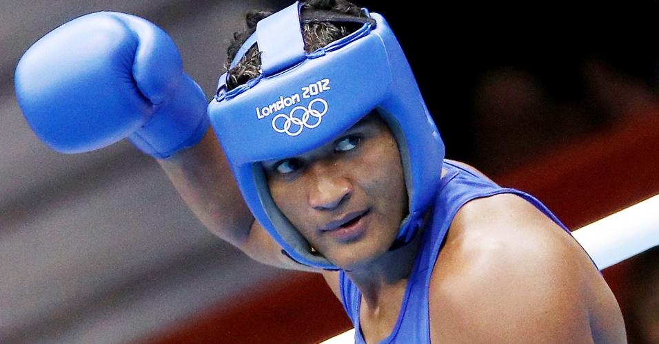 O boxeador brasileiro Yamaguchi Falcão comemora vitória na estreia em Londres