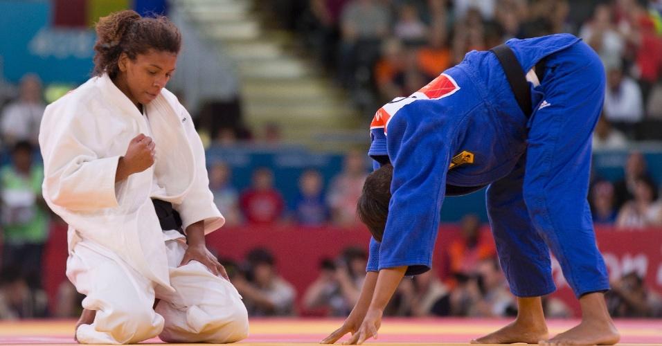 Rafaela Silva comemora vitória sobre a alemã Miryam Roper na estreia da categoria até 57 kg