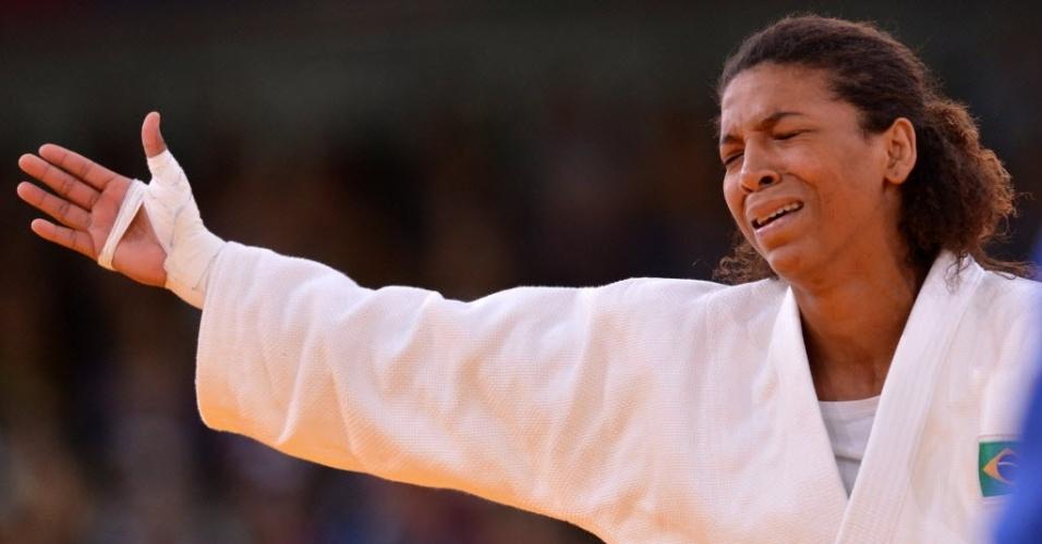 Rafaela Silva reclama de decisão dos juízes que resultou na desclassificação da brasileira para a húngara Hedvig Karakas