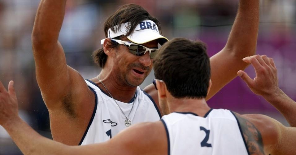 Ricardo (frente) comemora a segunda vitória em Londres com o parceiro Pedro Cunha