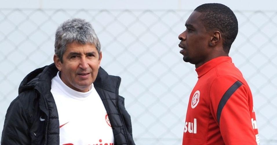 Zagueiro Juan faz treino físico acompanhado do preparador Élio Carravetta (aruivo)