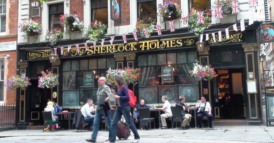 1ª parada: Para não se desorientar no trajeto, que tal entrar no pub Sherlock Holmes depois da primeira curva