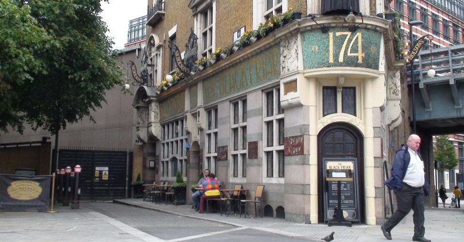 3ª parada: O pub The Black Friars é um sobrevivente da época da art nouveau e escapou de demolição