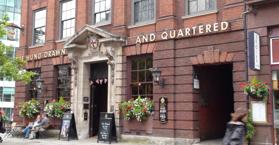 7ª parada: O pub The Hung Drawn and Quartered fica perto da Torre de Londres e faz referência aos enforcamentos de lá
