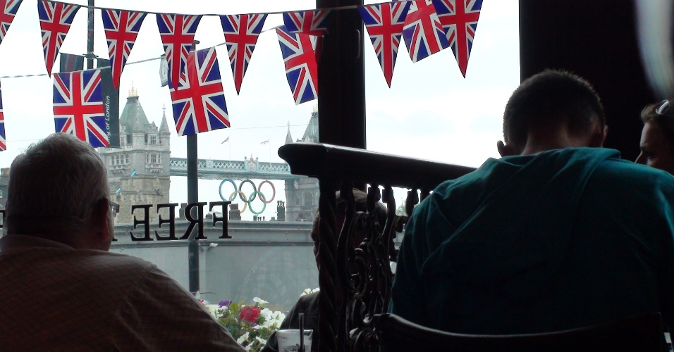 9ª parada: Da janela do The Liberty Bounds dá para ver a Tower Bridge, um dos cartões postais da capital britânica