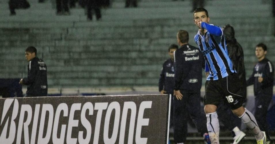 Gremista André Lima comemora gol na Sul-Americana diante do Coritiba