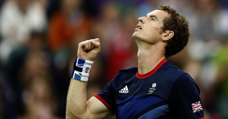 Britânico Andy Murray comemora vitória sobre finlandês Jarkko Nieminen, que lhe garantiu vaga nas oitavas de final da chave de simples do tênis