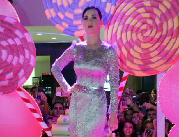 """Cantora Katy Perry posa com um vestido Dolce&Gabbana na pré-estreia de """"Katy Perry: Part of Me 3D"""" no Rio de Janeiro (30/7/12)"""