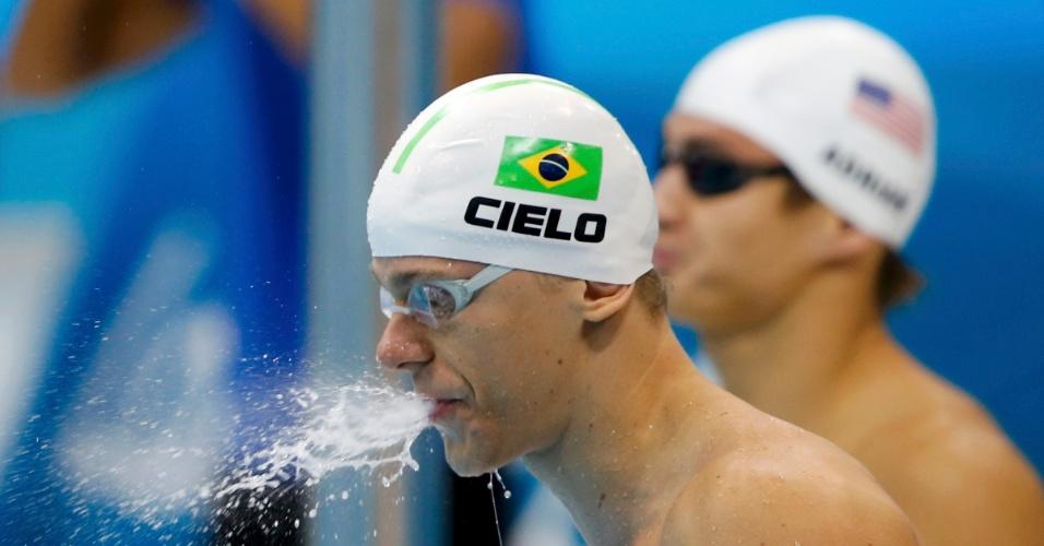 Cesar Cielo conquistou o décimo melhor tempo e passou fácil às semifinais dos 100 m livre